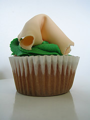 A fortune cookie cupcake